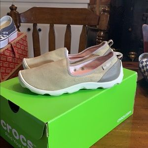 Crocs NWT Duet Busy Day Women's Size 5 Never Worn